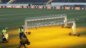 Gelo volta a adiar jogo entre V. Guimarães e Farense. Veja as imagens