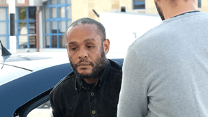 Internado por matar 'pai' à pedrada na rua