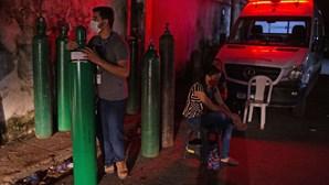 Venezuela envia oxigénio para hospitais brasileiros em rutura. Brasília não confirma recebimento