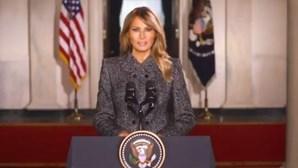 """""""Lembrem-se que a violência nunca é resposta, nunca será justificada"""": Melania Trump despede-se enquanto primeira-dama"""