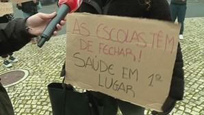 Dezenas de alunos pedem encerramento de escola em Lisboa durante confinamento