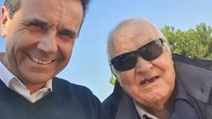 """Jorge Gabriel chora a morte do pai vítima de Covid-19: """"Será sempre meu guia"""""""
