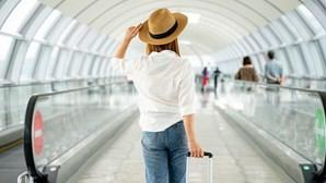 Metade dos europeus planeia viajar este semestre, avança inquérito