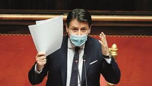 Primeiro-ministro italiano apresenta demissão