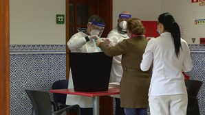 Dezanove idosos de lar de Gaia votam antecipadamente para as eleições presenciais