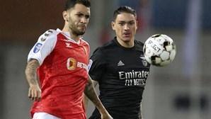 Sp. Braga vence Benfica por duas bolas a uma e junta-se ao Sporting na final da Taça da Liga
