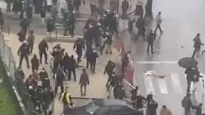 Confrontos entre polícia e manifestantes contra André Ventura em Setúbal. Veja as imagens