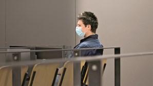 Rui Pinto recusa ficar sem máscara durante julgamento