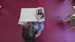 França e Espanha resistem ao fecho das escolas