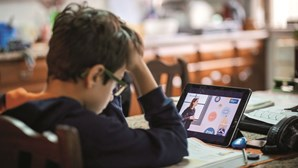 Portugueses querem as escolas fechadas para controlar pandemia da Covid-19, revela sondagem