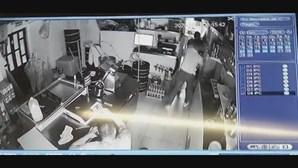 PSP detém oito homens que espancaram funcionários em restaurante de Odivelas
