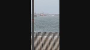 Navio fica à deriva perto do porto de Aveiro