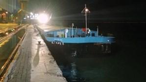 Catamarã choca contra batelão em Lisboa