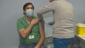 Profissionais de saúde do Hospital de São João no Porto recebem 2.ª dose da vacina contra a Covid-19