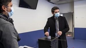 """""""A arma que temos de usar"""" contra a pandemia é o voto, diz André Ventura após votar"""