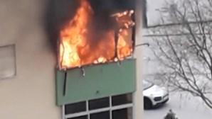 Incêndio fere duas crianças e agente da PSP no Seixal