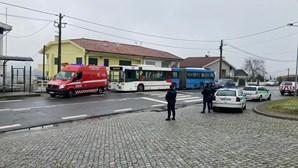 Mulher denuncia marido infetado com Covid-19 que circulava em autocarro em Braga