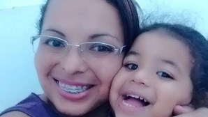 Mãe mata filha de cinco anos com tesoura e mutila corpo da criança