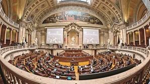 BE, CDS-PP e PAN pedem ao Governo que defina plano de desconfinamento