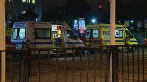 Ambulâncias voltaram a fazer fila à porta das urgências do Hospital de Santa Maria em Lisboa