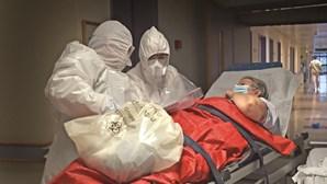 Médicos e enfermeiros de baixa por esgotamento no combate à Covid-19