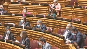Ferro Rodrigues reduz lista de deputados prioritários na vacina da Covid-19 a 50