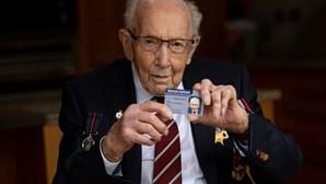 Capitão Tom Moore, veterano da II Guerra Mundial, internado com Covid-19