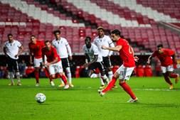 Pizzi falhou os últimos dois jogos do Benfica devido à Covid-19. Médio já treinou no Seixal e é mais uma opção para Jorge Jesus