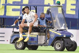Lucas Veríssimo saiu tocado do jogo com o Boca Juniors