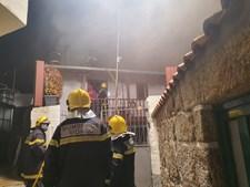 Três pessoas desalojadas após incêndio em recuperador de calor em Vidago