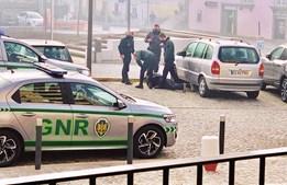 A GNR de Prado deteve um homem que se recusou a utilizar máscara de proteção na rua. O homem foi advertido, mas não acatou as ordens dadas pelos militares.