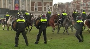 Polícias a cavalo e canhões de água para desmobilizar protesto anticonfinamento na Holanda