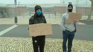 Dezenas de alunos em protesto pelo encerramento de escola em Lisboa durante confinamento
