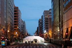 Ruas fechadas, muitos militares e bandeiras. Washington a postos para a tomada de posse de Joe Biden
