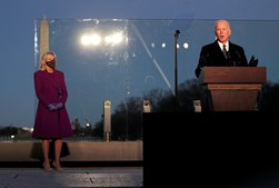 Joe Biden e Kamala Harris homenageiam vítimas da Covid-19
