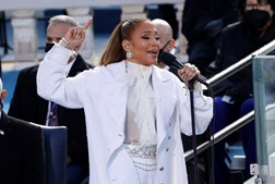 "Jennifer Lopez cantou 'his Land Is Your Land"" e ""America the Beautiful"""