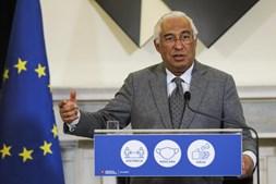O primeiro-ministro, António Costa, intervém durante uma conferência de imprensa após a reunião do Conselho de Ministros no Palácio de São Bento, Lisboa, 21 de janeiro de 2021