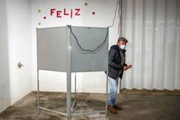 Eleitor após voto na freguesia de Bencatel