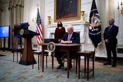 Desde que tomou posse , na quarta-feira, Biden já reverteu várias medidas polémicas do antecessor, Donald Trump
