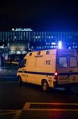 Ambulância chega ao Hospital Santa Maria, em Lisboa