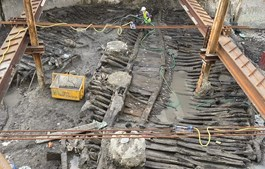 Embarcação foi descoberta no decorrer das escavações
