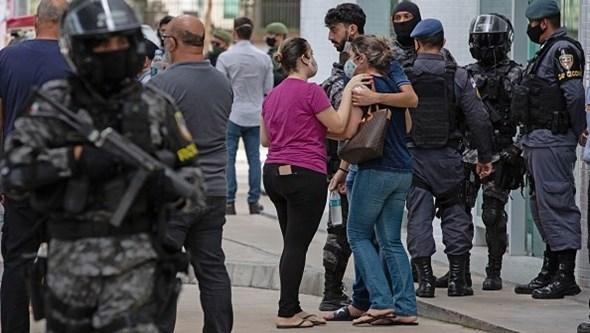 Doentes morrem sem oxigénio, bebés em risco e médicos desesperados: O horror em hospitais brasileiros no Amazonas