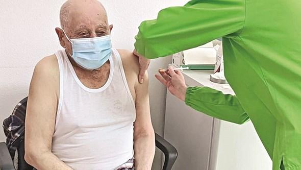 500 mil utentes com mais de 50 anos chamados para ser vacinados contra a Covid-19