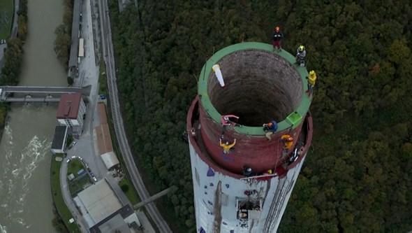 Dupla escala a chaminé mais alta da Europa em 7h32 minutos