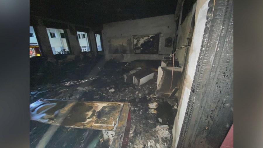 PJ investiga crime em fogo na escola de Algueirão-Mem Martins
