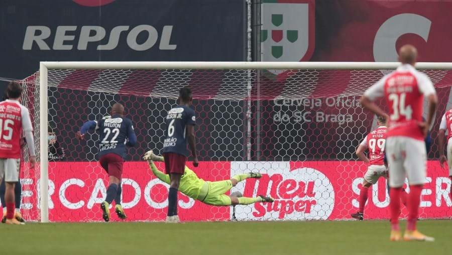 Vítor Oliveira fez, de penálti, o 5º golo do Sp. Braga diante do Torreense