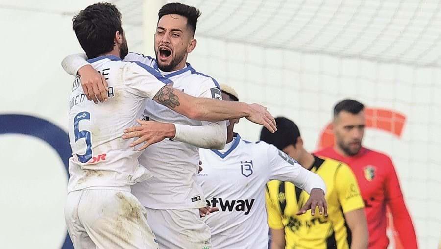 Francisco Teixeira (ao centro) marcou o golo decisivo aos 120 minutos