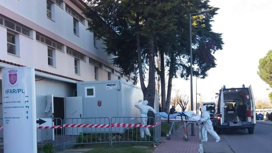 Hospital das Forças Armadas de Lisboa alivia pressão do SNS e recebe 10 doentes infetados com Covid-19