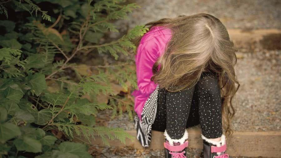 Menina tentou denunciar os abusos, mas a mãe desvalorizou