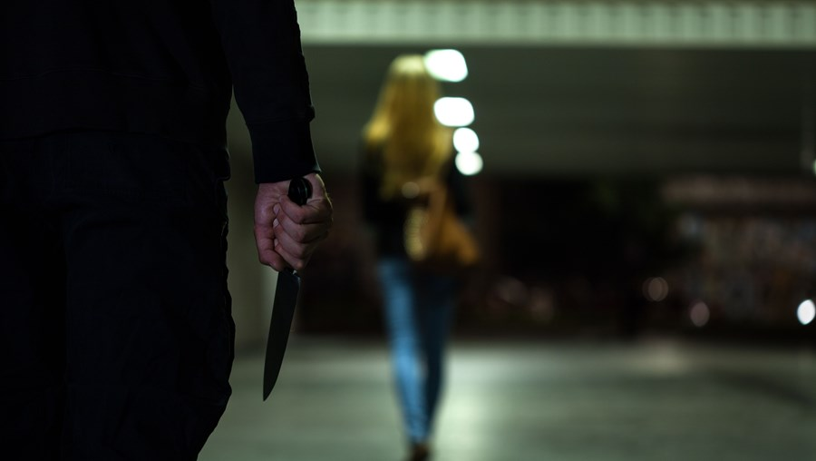Vítima foi atacada na via pública